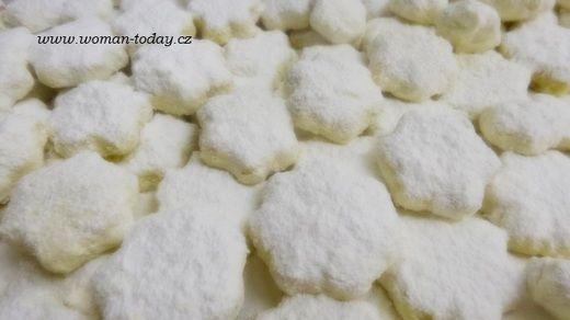 Pokud vás láká cukroví tradiční i méně tradiční můžete se inspirovat. Dnes to budou Mrkvánečky, velmi lahodné, těsto je slazené mrkví a jsou zadělávané sádlem.