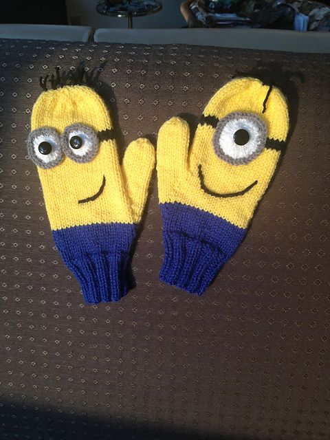 Ravelry: kmhutchins30's Minion mitts