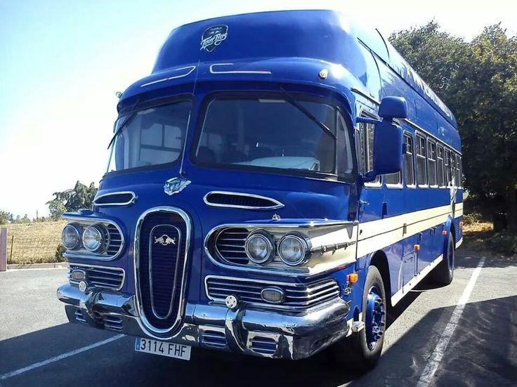 Uh, is that an Edsel bus? Or perhaps designed by the same guy...