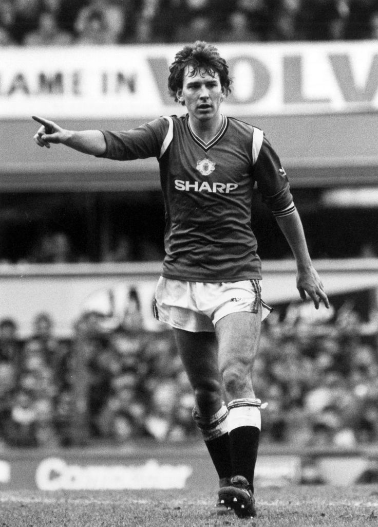 Liverpool v Manchester United, FA Cup Semi Final match at Goodison Park, 13th April 1985. Bryan Robson Manchester United Captain.