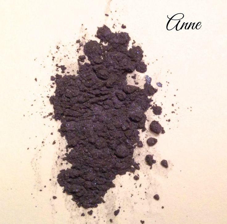 Meet Anne! Another Crazy Daisy Cosmetics eyeshadow! What a gorgeous bluey purple! Love it!  #purple #mineralmakeup #eyeshadow #crazydaisycosmetics #makeup #loveit