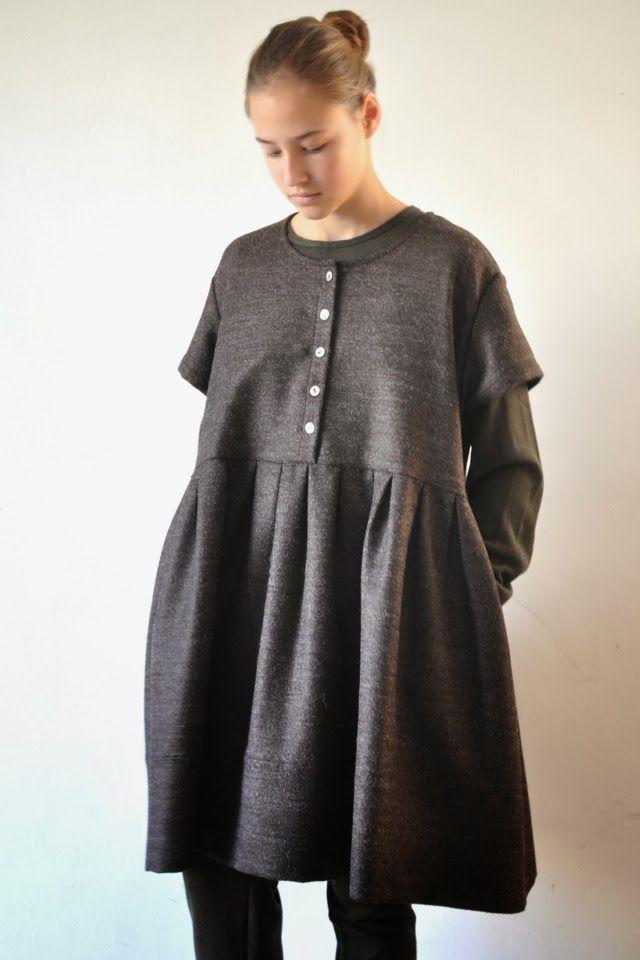 """le vendredi 1 novembre 2013 : jeanne porte : - une robe """"enfant"""" en drap brun : VDJ (en vente ICI) - un pull kaki : VDJ (en vente ICI)..."""