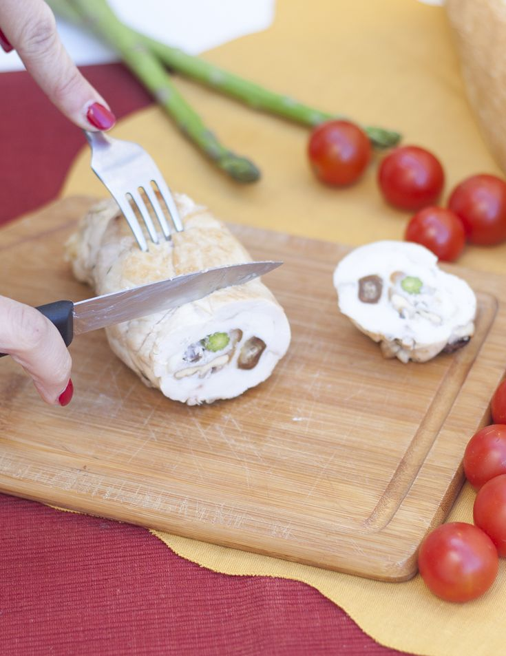 Hacer roti de pollo en casa es una idea genial para sustituir los embutidos comerciales. Cortándolo finito lo podéis usar en sadwiches o bocadillos.