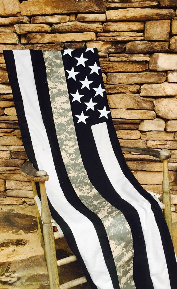 US Army - Thin Line American Flag Throw-Blanket. NOTE: can use the Army yarn for the one thin stripe❤️NOTE: on my agenda after the police blanket, this one for my grandson♥♥