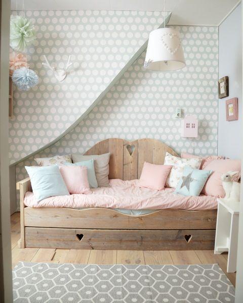 Een steigerhoutenbed voor de kinderkamer. Meer wooninspiratie voor het inrichten van je huis op http://www.interieurinspiratie.nl/