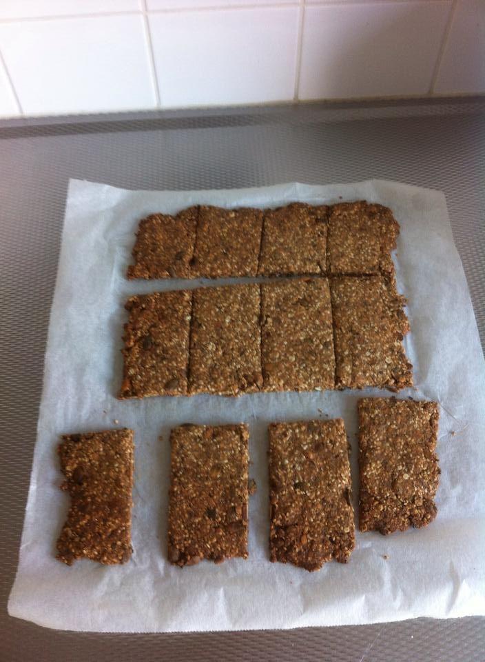 De zelfgemaakte crunchy crackers uit het boek Powerfood van #Renske Kroes
