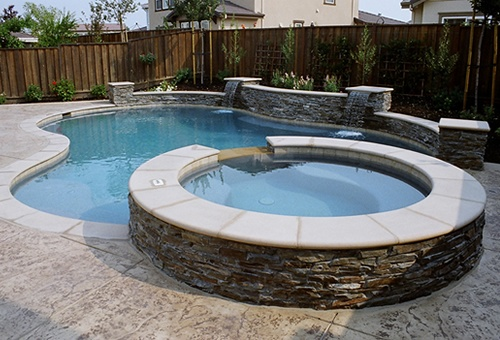 Free form raised bond beam stacked stone beautiful - Fibreglass swimming pool bond beam ...