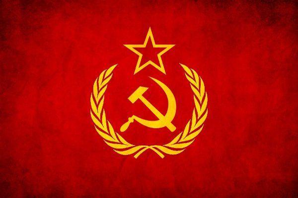 Esta Revolución trajo varias consecuencias, una de ellas fue la  formación en el mundo de dos bandos ideológicos; el del Capitalismo y el del Comunismo, y la rivalidad y discrepancia surgidos entre los mismos, como resultado de la aspiración de los dos bandos de difundir su sistema económico por el orbe. Esto ocasionó el surgimiento de un mundo bipolar y el consiguiente conflicto entre ellos (Guerra Fría).