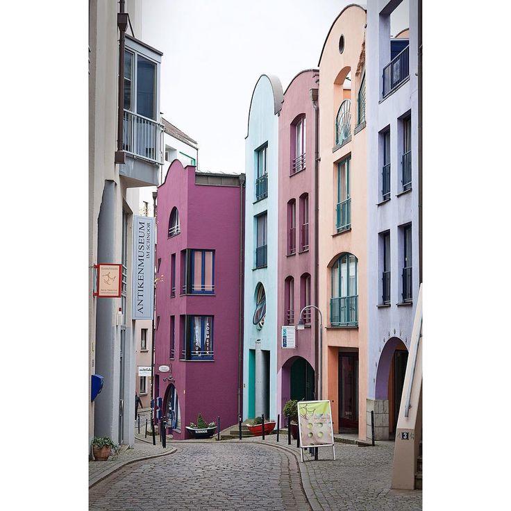 Nää #talot ja nää #värit | #bremen #germany #houses #architecturelovers #architecturephotography #citylife #facades #lovelyshades