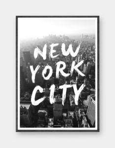 New York City: Plakaten har inspiration fra New York City. Flot rejse plakat i sort hvid med grafisk tekst. Trykt på 200 gram papir. Se mere online på www.kasperbenjamin.com