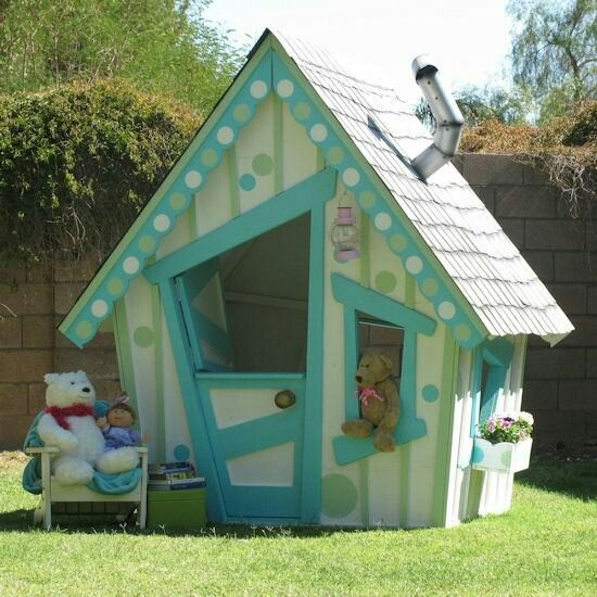 Adorable, bright and fun playhouse! ideal for the little ones dreaming of their own dream home out back