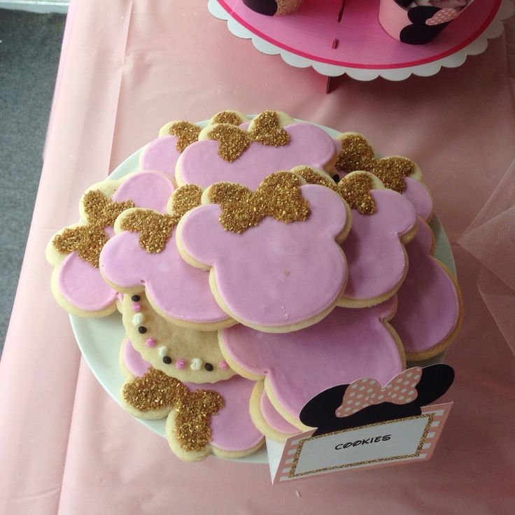 Pink and gold Minnie Mouse cookies
