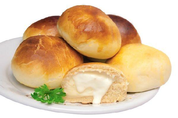 O Pão de Batata Recheado com Catupiry é uma delícia! A massa de batata fica levinha e saborosa e, junto com o recheio de catupiry, derrete na boca. Você va
