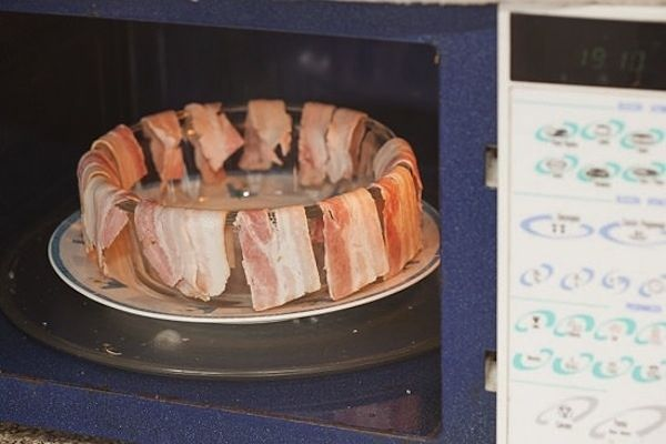 Make Crispy Bacon in the Microwave - Two methods of cooking bacon in the microwave - (If this works I'll be impressed.)