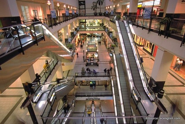 Montreal's Underground City consists of 33 kilometers of shops, restaurants and pathways all linked by Montreal attractions and metro stations.