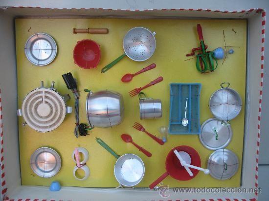 Juguetes antiguos en todocoleccion Bateria de cocina muy completa ,Años 50 ó 60 Perfecta . !Nueva sin uso Hornillo funcional