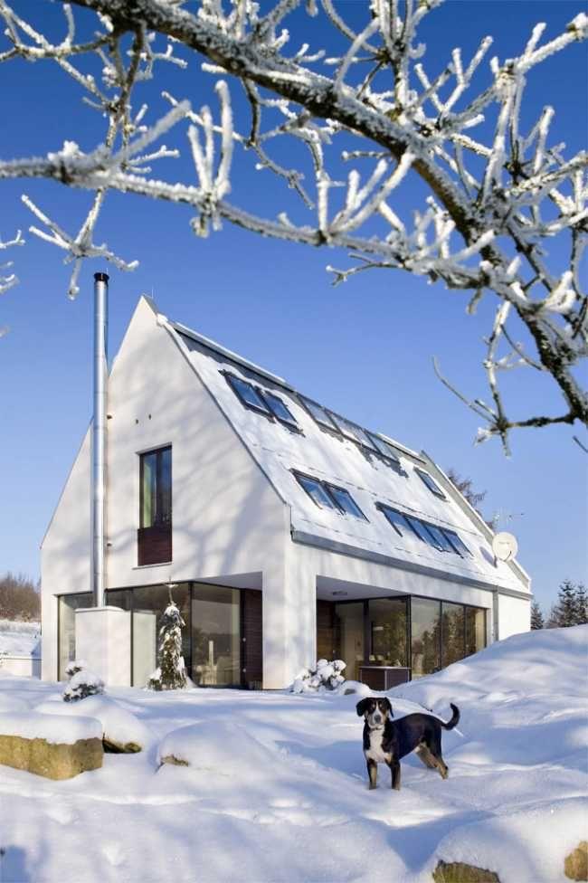 Autor projektu navázal na tvarosloví tradičních místních chalup soudobým architektonickým výrazem.
