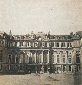 Chateau de Saint-Cloud (détruit en 1870) Pierre-Ambroise Richebourg (1810-1875) Cour d'honneur du château de Saint-Cloud, vers 1867-1868 Papier albuminé - 9,5 x 8 cm Collection particulière