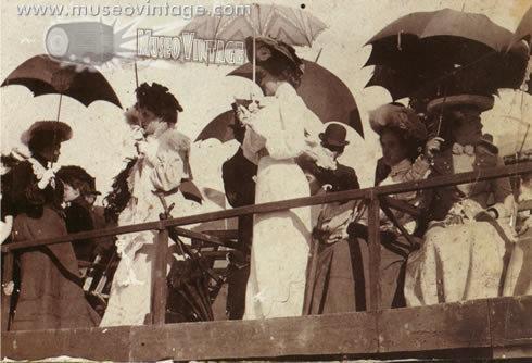 1900, Damas en el Hipódromo de la Magdalena - Bogotá, Colombia