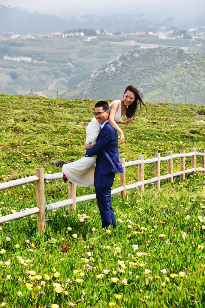 Cute couple getting married in Cabo da Roca:))