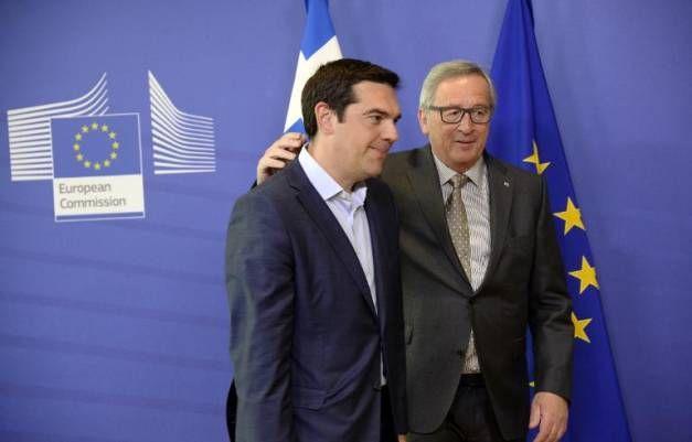 Le Premier ministre grec Alexis Tsipras  et le président de la Commission européenne Jean-Claude Juncker, le 3 juin 2015 à Bruxelles avant leur réunion de travail