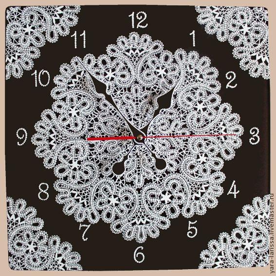 """Купить """"Вологодская снежинка"""" часы настенные интерьерные - чёрно-белый, кружева, вологодское кружево"""
