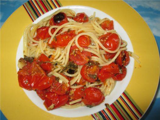 Spaghetti con pomodori al forno - cucinare con amore