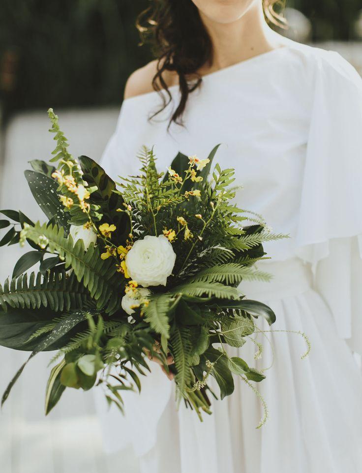 modern tropical bouquet