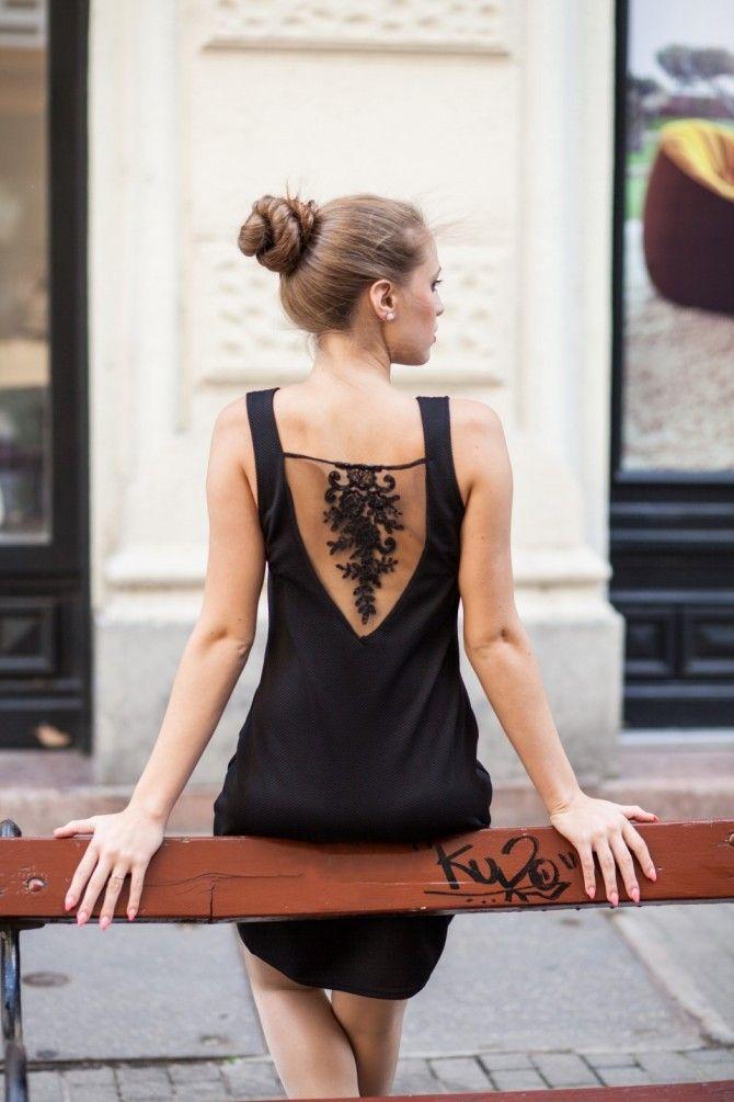 Az ujjatlan alkalmi ruha hátrészen francia csipkével díszített, ezáltal romantikus stílust képvisel. Karcsúsított vonalvezetésének köszönhetően kiemeli a d...