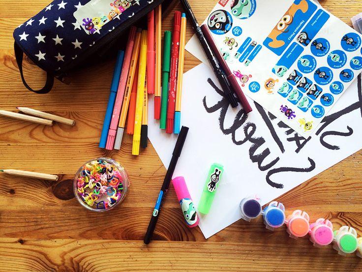 BeiSticky &Sweetkann man online Namenssticker für Dinge bestellen, wie Stifte, Federmappe, Brotdose oder Trinkflasche bestellen. Hello Schulanfang!