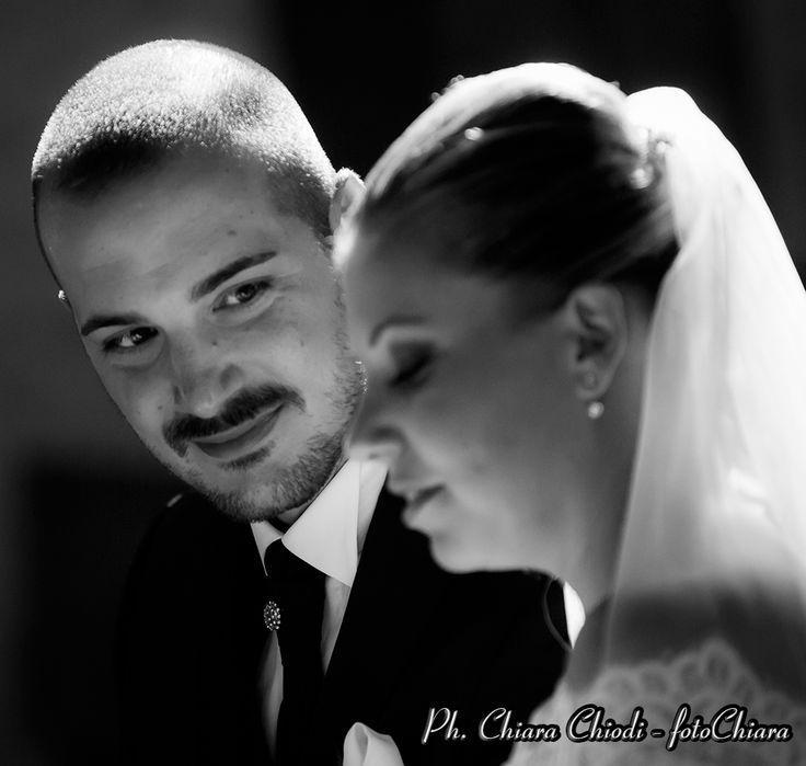 Ebbene stasera vi saluto con questa immagine #catturata durante la #cerimonia. Un'istante velocissimo. Adoro #osservare con #cuore e cogliere #amore. #occhi che parlano oltre ogni cosa #power #love #weddingday #weddingphotography #weddingphoto #weddings