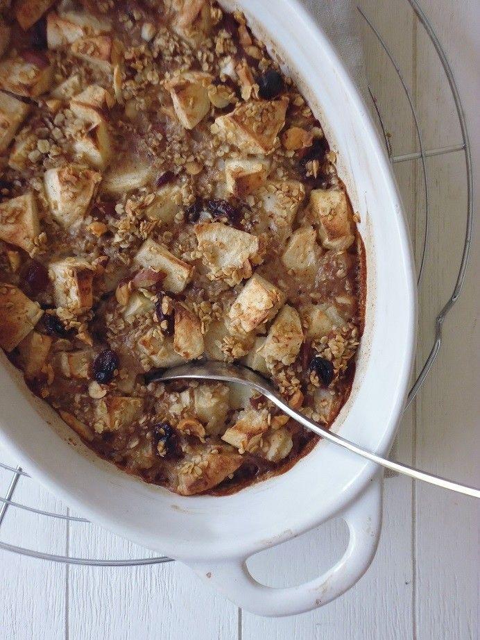 Havermout ontbijt! Ingredienten voor 2-3 personen: 100 gram havermout, 2 appels in blokjes, 1 theelepel kaneel of speculaaskruiden, 300 milliliter kokosmelk, handje fijngehakte amandelen, handje fijngehakte hazelnoten, wat rozijnen en eventueel geraspte schil van een halve citroen Bereiding: Verwarm de oven voor op 180 graden. Meng alle ingredienten met elkaar en schep in een ovenschaal. Schuif in de oven en bak de havermout'pap' gaar in zo'n 30 minuten. Zowel warm als koud erg lekker!