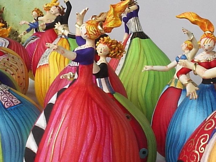 Colourful group of gourd dolls by Gina Celeghini, Minas Gerais, Brazil.