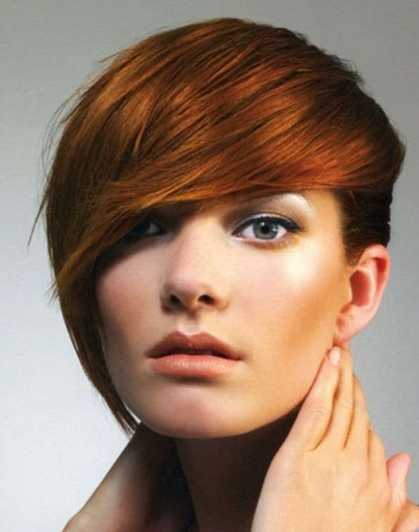 Taglio capelli corti lunghi da un lato