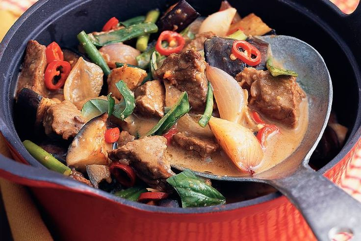 Kijk wat een lekker recept ik heb gevonden op Allerhande! Thaise rundvleescurry met aubergine