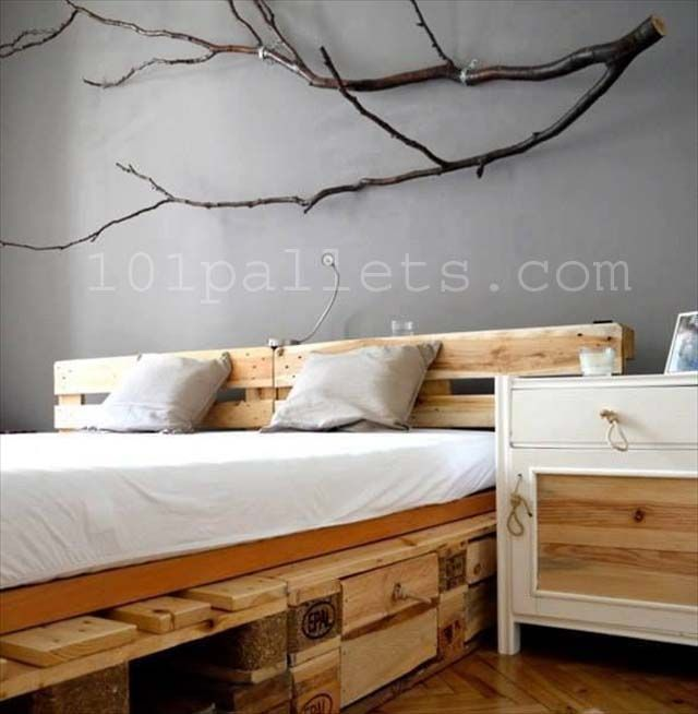 DIY Unique Style Pallets Bed | 101 Pallets. Doing this for my bed!