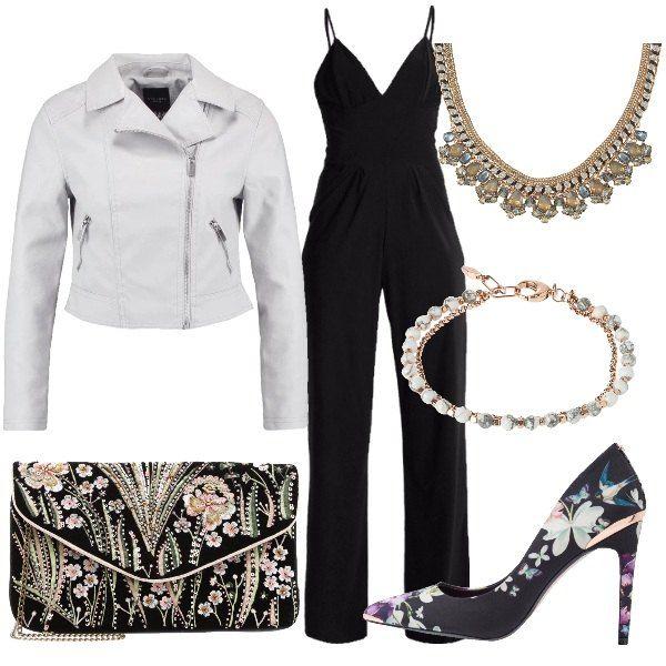 3ef9f8623cb4 L outfit prevede tuta jumpsuit nera con scollo a v in jersey e con tasche  laterali abbinat…