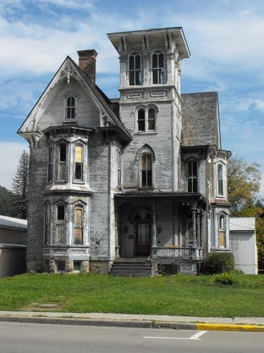 Old Fixer Upper House in Coudersport, PA  ||  Friday Favorites at www.andersonandgrant.com