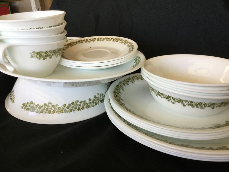 Vintage Crazy Daisy Corelle Dinner Set for Four!  With Serving plates and bowl.