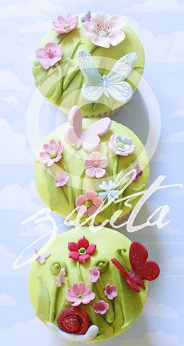 girly garden cupcakes | Flickr - Photo Sharing!