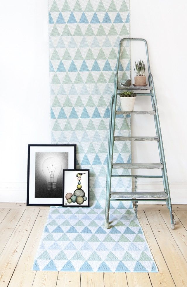 Tribus turquoise - Plastic rug by Lina Johansson