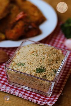 PANATURA PERFETTA DELLA NONNA 200 gr pangrattato 100 gr parmigiano grattugiato 1 spicchio di aglio prezzemolo ½ bicchiere di olio extravergine di oliva 1 uovo pepe (facoltativo)