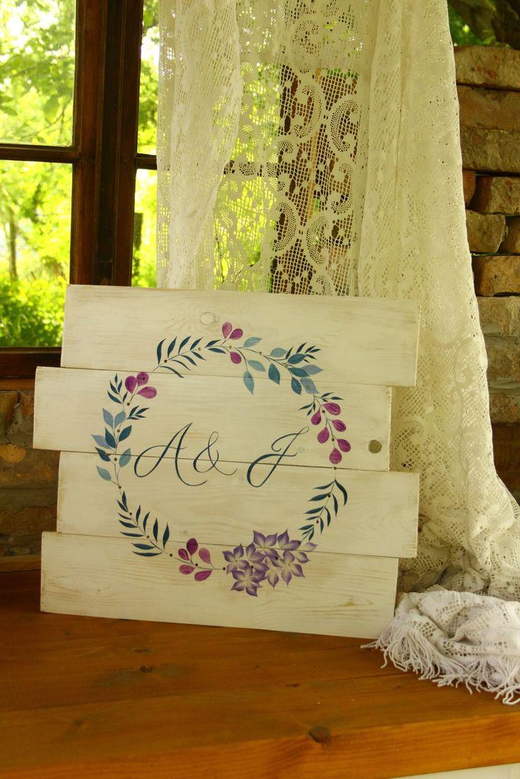 Esküvői kézzel festett tábla az ifjú pár monogramjával, tökéletes esküvői dekorációnak és utána is örök emlék marad - hand painted table - wedding