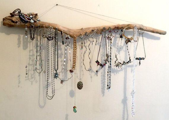 Transformez votre collection de bijoux dans un présentoir à bijoux astucieuse avec nos organisateurs de bois fixé au mur ! Vos babioles deviendra une belle changeantes Bohème œuvre d'art. Porte-bijoux bois flotté est une forme dynamique de stockage pour vos colliers, bracelets, boucles d'oreilles et de bagues dans votre maison/chambre à coucher. Accessoires de deviennent décoration hippie et hors de l'organisation de manière. Un grand cadeau pour elle ou lui, jeune ou vieux. Ou mieux…
