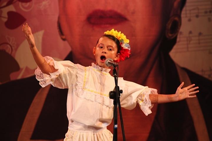 Mariana Pinilla, ganadora del Intercolegiado de Bambuco, Pereira. Crédito Milton Ramírez (@FOTOMILTON) MinCultura 2012.