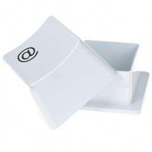 White Keyboard @Button opbergdoos  Gemaakt van hoogwaardig ABS kunststof.  Toetsenbordknop  Leuk voor de kleine gadgets op uw bureau.  Beschrijving:  Kleur: Wit  Afmetingen: 10.0 cm x 10,0 cm x 6,...