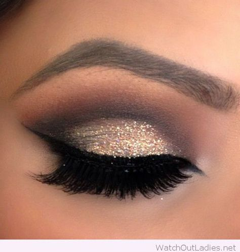 Perfect gold and black eye make-up for a night out