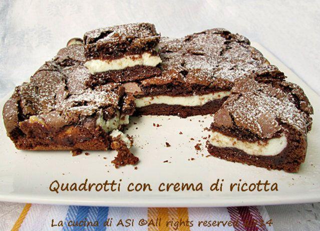I quadrotti con crema di ricotta sono il risultato di una torta al cioccolato buonissima che viene farcita PRIMA di essere cotta...deliziosa! La cucina di ASI