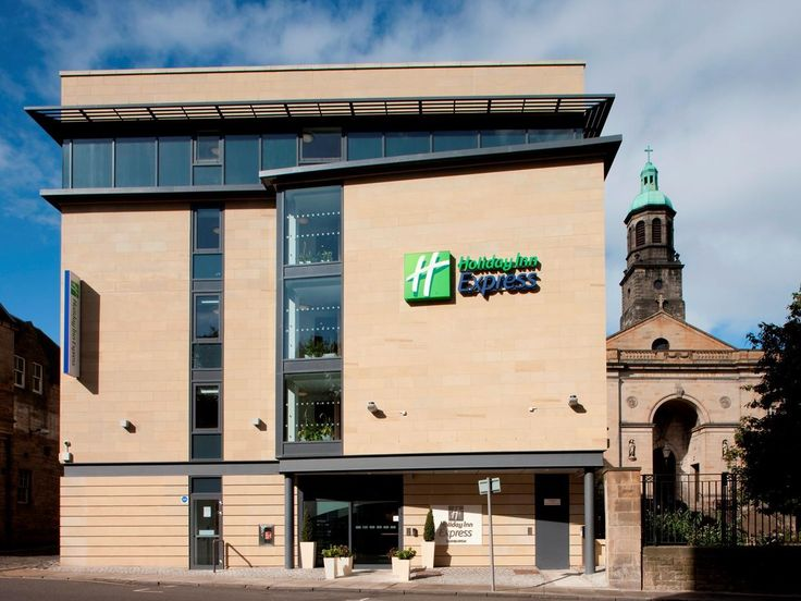 Edinburgh Holiday Inn Express Edinburgh – Royal Mile United Kingdom, Europe Ideally located in the prime touristic area of Edinburgh Old Town, Holiday Inn Express Edinburgh – Royal Mile promises a relaxing and wonderful visit. Featuring a complete list of amenities, guests will find their stay at the property a comfortable one. Service-minded staff will welcome and guide you at the Holiday Inn Express Edinburgh – Royal Mile. All rooms are designed and decorated to make guests ...