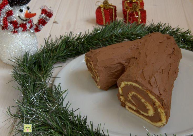 Il tronchetto di Natale è un dolce tradizionale natalizio semplice da fare e molto goloso, perfetto per arricchire la tavola delle Feste.